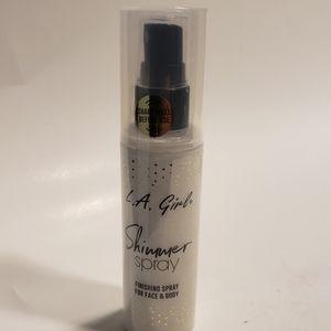L.A. Girl  Shimmer Spray Gold